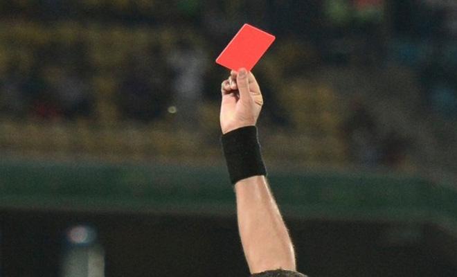 Testata a un portiere: Daspo all'arbitro